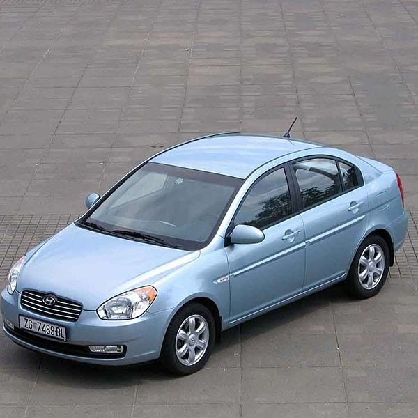 Nadwozie accenta może się podobać. Po modernizacji w 2002 roku upodobniło się ono do sportowego modelu coupe.