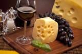 Ser i wino na jesienne wieczory ze znajomymi...