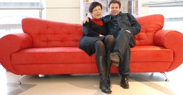 O tą kanapę walczyły dziś w galerii opolanin zakochane pary.