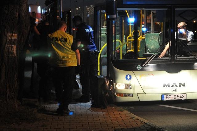 Okazało się, że w autobusie znajduje się torba, którą zostawił tu jeden z podróżnych. Były w niej prywatne rzeczy tej osoby. Torba została zabezpieczona przez polską policją, autobus odjechał po godzinie 20.30.