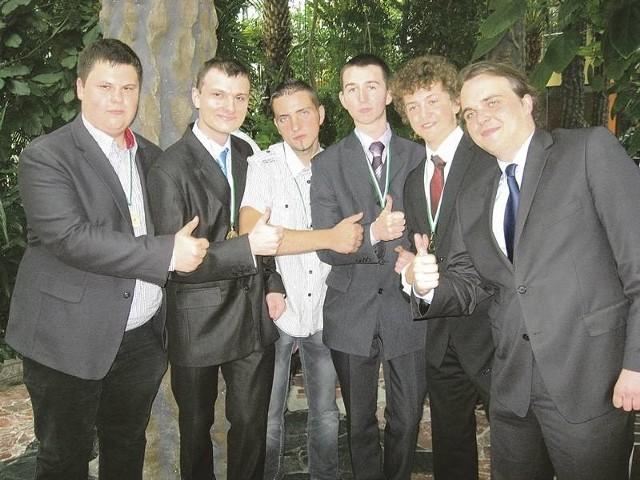 Marcin Pałasz (z lewej; ZSE w Gorzowie), Rafał Juszkiewicz (I LO w Gorzowie), Radosław Szymkowiak (ZSE w Międzyrzeczu), Przemysław Aszkiewicz (I LO w Zielonej Górze), Przemysław Macholak (Europejskie Gimnazjum w Zielonej Górze), Jakub Hołysz (I LO w Zielonej Górze)