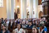Msza dożynkowa i pożegnanie proboszcza w Kuleszach Kościelnych. Kościół pękał w szwach (ZDJĘCIA)