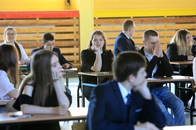 Czwartek, 19 kwietnia, to drugi dzień egzaminu gimnazjalnego 2018. Gimnazjaliści zdają dziś część przyrodniczo-matematyczną egzaminu.