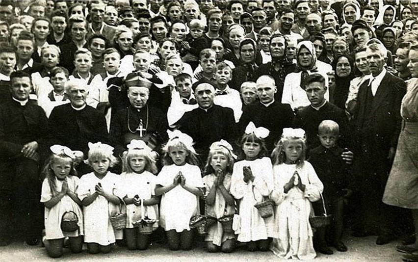 Wizyta ks. biskupa Stefana Wyszyńskiego w Komarowie Osadzie....