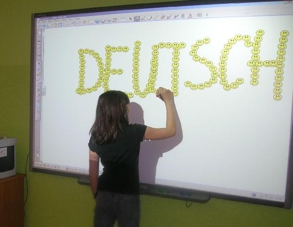 Konkursy mobilizują uczniów do nauki języków obcych.