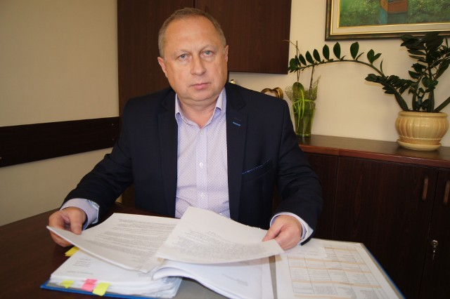 Wójt gminy Tarnów Grzegorz Kozioł chce sprowadzić rodzinę repatriantów.