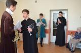 Uczniowie LZK pokazali pensjonariuszom DPS, jak rodziła się Konstytucja 3 Maja
