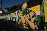 Kibice Falubazu zachęcają do dopingu pod stadionem. Czy zgromadzenie to dobry pomysł?