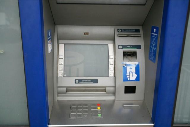 Zmiany w PKO BP. Wypłata bez prowizji we wszystkich bankomatach w kraju