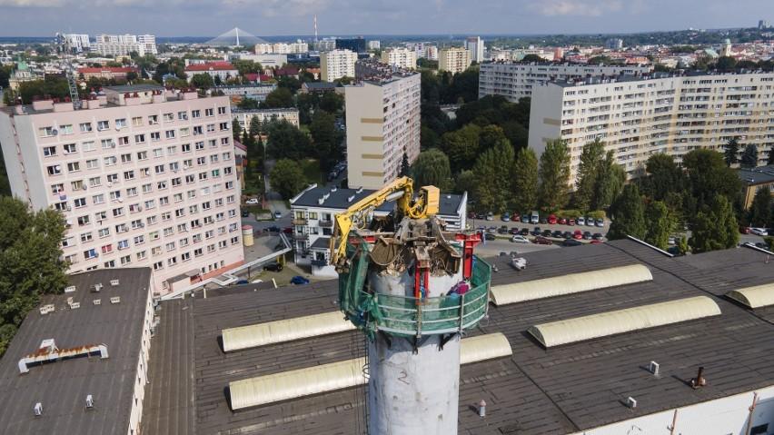 45-metrowy komin w centrum Rzeszowa do wyburzenia. Będzie go kruszył ważący 6 i pół tony robot. Zobaczcie zdjęcia