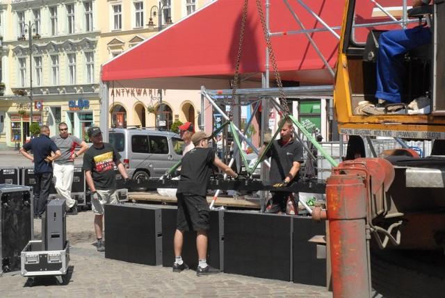 Wczoraj na rynku trwało jeszcze rozstawianie poszczególnych elementów Strefy Kibica. Początek zaplanowano na 6 czerwca.