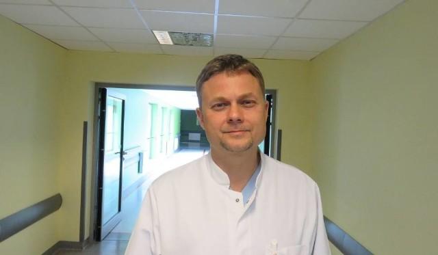Profesor Rafał Zieliński, kierownik Kliniki Otorynolaryngologii Wojewódzkiego Szpitala Zespolonego w Kielcach