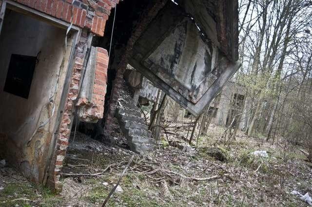 Złomiarze rozkradają będące pod ochroną konserwatora obiekty kręgu walcarek D.A.G., a Park Przemysłowy chce je wyburzyćf