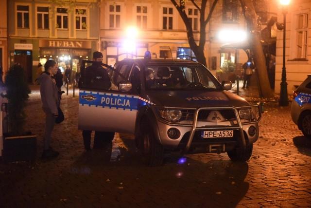 Policja informuje, że funkcjonariusze będą sprawdzali czy Polacy stosują się do zakazu przemieszczania, który będzie obowiązywał w Sylwestra