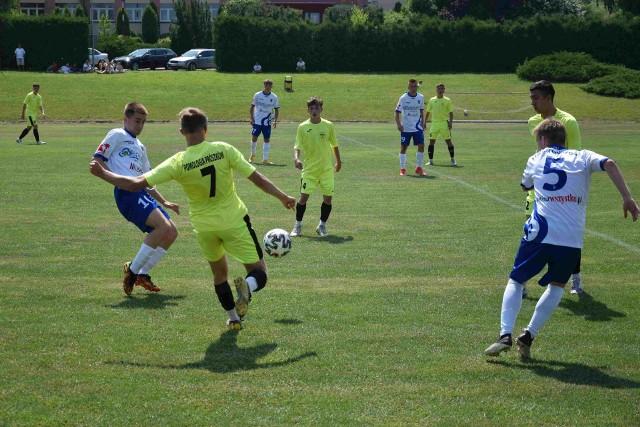 Nie tylko seniorzy kończą rozgrywki w ramach sezonu 2020/21. Na piłkarskie boiska w najbliższym czasie nie wyjdą więc już także nasi najlepsi juniorzy, ich nieco młodsi koledzy, a także trampkarze i młodzicy… nie licząc dwóch ekipy Odry Opole, które grają baraże o CLJ.