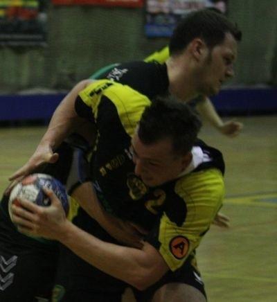 Dominik Droździk (z piłką)