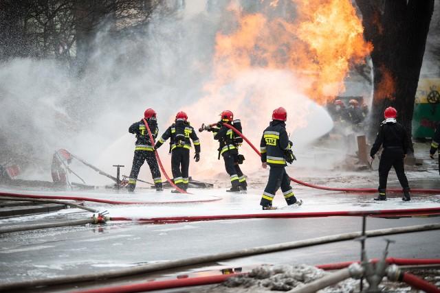 Pożar gazociągu przy Lutomierskiej w Łodzi. Ewakuacja na Bałutach