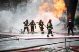 Pożar gazociągu na Bałutach. Ewakuacja mieszkańców. Zamknięta ulica [zdjęcia]