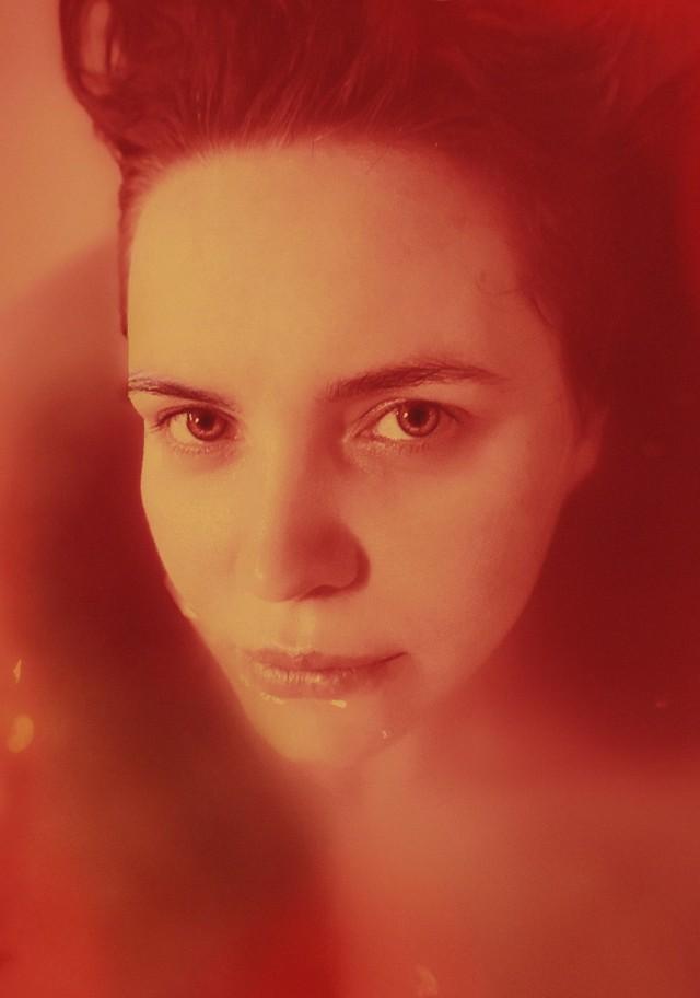 Urszula Nawrot - Autoportret w czerwieni