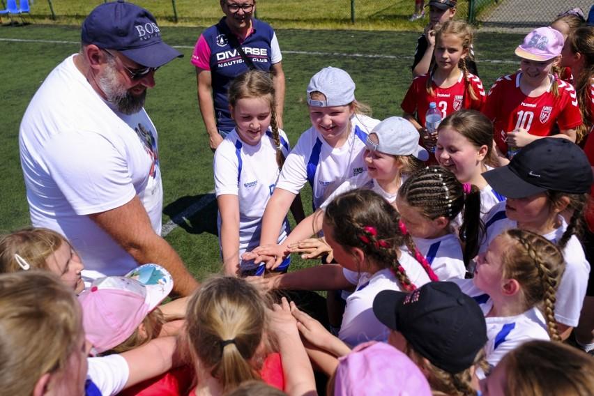 """Artur Siódmiak: Najważniejsze, by dzieci pokochały sport. Dlatego wspieram akcję """"Ręczna na Orliku 2021"""""""