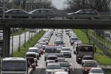 Wypadek na Krzywoustego. Potężne, wielokilometrowe korki na wjeździe do Wrocławia