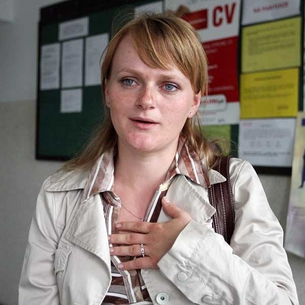 - Żeby zdobyć doświadczenie postanowiłam zacisnąć pasa. Idę na staż, będę referentem finansowo-księgowym. Mam nadzieję, że dostane etat - mówi Anna Tworek, absolwentka ekonomii.