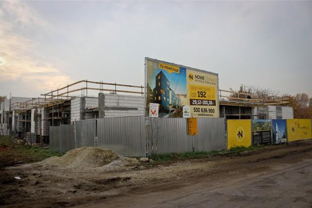 Na osiedlu Nowe Żerniki w 2016 r. miały być gotowe domy, bazarek, dom kultury, przedszkole, szkoła, kościół... Dziś już nikt o tych inwestycjach nie wspomina. Na razie wiadomo, że na ESK powstaną... drogi.