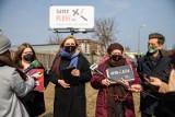 """Kampania """"Same Plusy"""" w Białymstoku, czyli piorun uderza w krzyż. Bożena Przyłuska: Życie jest dobre bez Kościoła"""