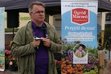 Dziennikarz telewizyjny Marek Jezierski radzi gorliczanom, jak dbać o ogrody