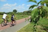 Więcej miejsca dla rowerzystów. Ścieżką obok stadionu piłkarskiego dojadą do Bystrzycy. Kiedy?