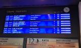 Ogromne opóźnienia pociągów na Dworcu Głównym. Odwołane połączenia na części tras. Co się stało?