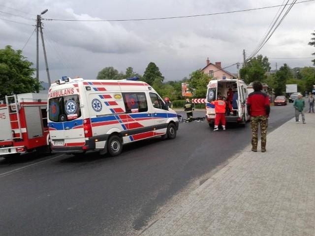 Wypadek w StrzyżowieTrzy osoby zostały ranne w zderzeniu trzech aut w Strzyżowie. Zdjęcia otrzymaliśmy od Internauty.