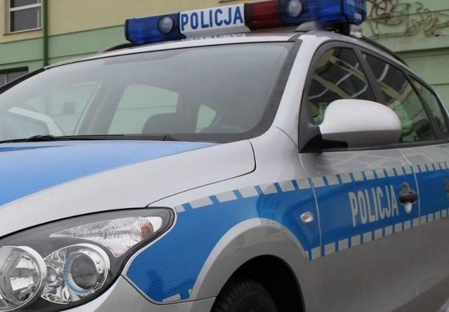 Szczecin: 21-latek był pod wpływem narkotyków i myślał, że ktoś go śledzi. Wezwał policję i wskazał gdzie wyrzucił narkotyki.