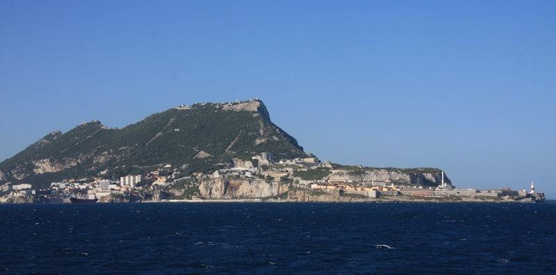 Skała Gibraltar widziana z Morza Śródziemnego.