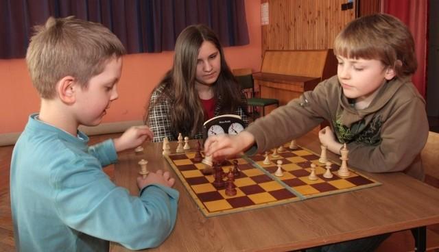 Dariusz Danek- Szachy uczą myśleć - zgodnie twierdzą Miłosz Szpar (od lewej), Justyna Wąsik i Radomił Baran, najbardziej utytułowani rzeszowscy zawodnicy.
