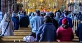 Coraz mniej osób chodzi w Polsce do kościoła! Spadły wskaźniki religijności w całym kraju. Jak wypadają pomorskie diecezje? Nowe dane