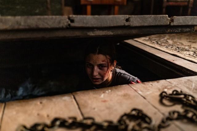 """w horrorze """"W lesie nie zaśnie dziś nikt"""" swoją pierwszą główną rolę odtwarza idolka młodego pokolenia - Julia Wieniawa"""