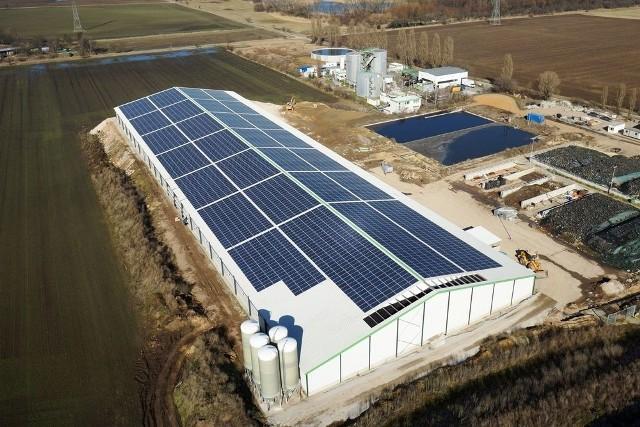 Niemiecka firma Max Solar zajmuje się pozyskiwaniem energii ze słońca. Chce wybudować farmę fotowoltaiczną w Suchedniowie, ale nie posiada odpowiedniej ilości działek.