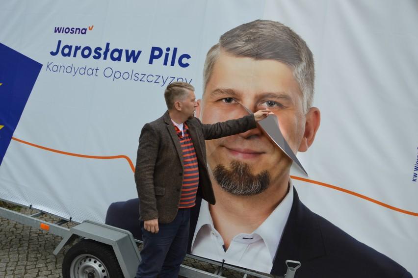 Straty to nieco pond 300 zł, ale jak przekonywał Jarosław Pilc, kandydat Wiosny Roberta Biedronia do Parlamentu Europejskiego, nie o to tu chodzi.