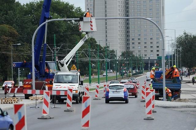Most Dworcowy w Poznaniu. Trwa budowa nowej sygnalizacji świetlnej