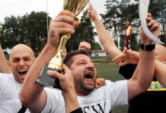 Na orliku przy ul. Sulechowskiej zawodnicy Zielonogórskich Szóstek Piłkarskich świętowali zakończenie sezonu
