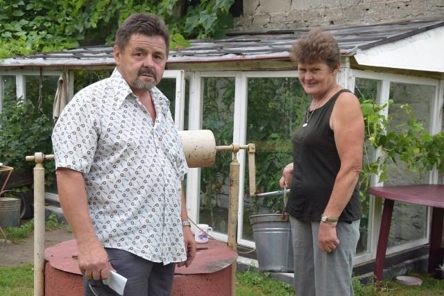 Anna i Krzysztof Niewiadomscy od wielu lat starają się o podłączenie ich posesji
