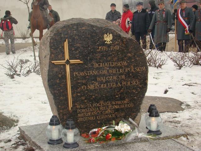 Głaz pamiątkowy ku czci powstańców wielkopolskich w Złotnikach Kujawskich