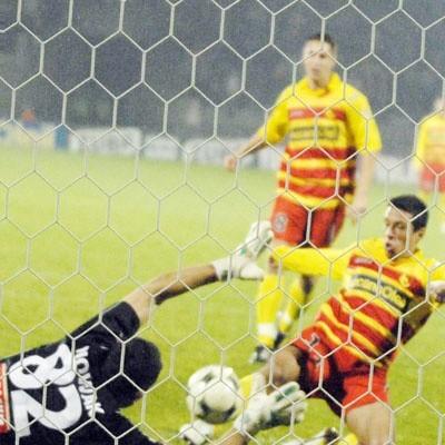 Strzał z rzutu karnego Hermesa  Sebastian Nowak obronił, ale przy dobitce był już bez szans. Jagiellonia zanotowała wczoraj siódmy ligowy mecz z rzędu bez porażki.