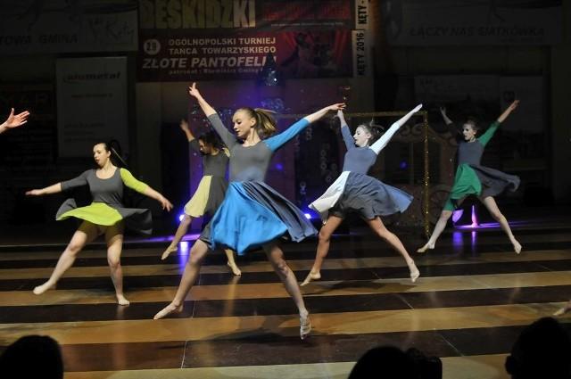 """Tancerki Studia """"R"""" w akcji. Ten układ zostanie zaprezentowany podczas poniedziałkowej premiery"""