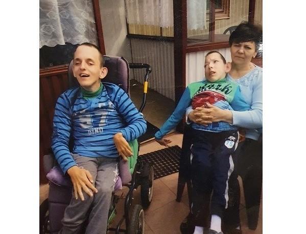 Teresa Hajduk z Chomranic od 23-lat samotnie wychowuje bliźniaków z porażeniem mózgowym. Mimo ciężkiej sytuacji chce wybudować dla nich dom