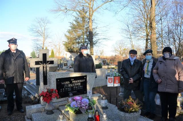 Strażacy upamiętnili 102 rocznicę wybuchu powstania wlkp. i oznakowali mogiły uczestników walk