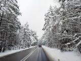 Atak zimy w woj. śląskim. Jak jest na drogach? Pociągi opóźnione, ruch tramwajowy w wielu miejscach wstrzymany. Możliwe wyłączenia prądu