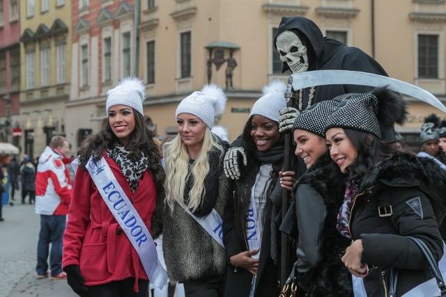 Piękne kandydatki na Miss Supranational zwiedzają Kraków