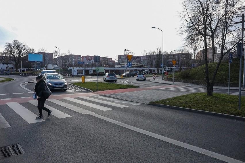 Przejścia dla pieszych w Szczecinie tam, gdzie to możliwe są likwidowane. Czy robi się bezpieczniej?